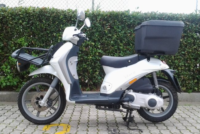 scooter piaggio liberty 125cc occasion en lot de 50 unit s import. Black Bedroom Furniture Sets. Home Design Ideas
