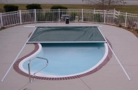 Automatic swimming pool cover with track