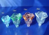 des bouteilles de verre de parfum