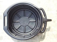 Oil pan with handle