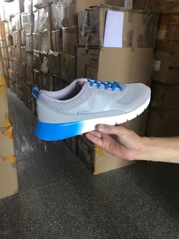 Déstockage Lot de chaussures de sport Import Export