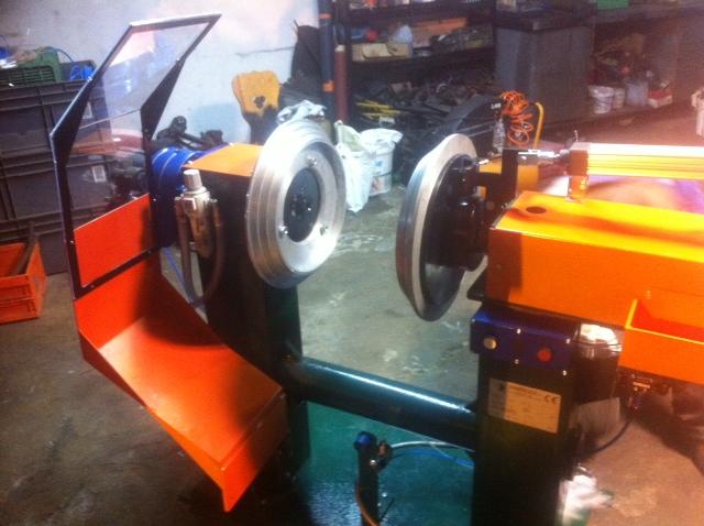 machine a controler les pneus de marque matteuzzi import export. Black Bedroom Furniture Sets. Home Design Ideas