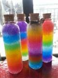 Petites bouteilles en verre avec bouchons