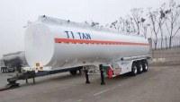 Quelle est la différence entre les camions-citernes à poudre de différents matériaux?