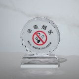 Crystal trophies and medals are custom made to take pictures of souvenirs for graduation photos...