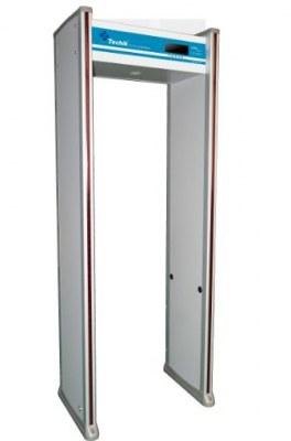 Marcher à travers le détecteur de métaux TE-SD1
